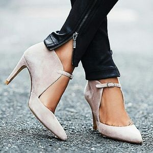 Free People • Cerow Heel Natural •  Size 7